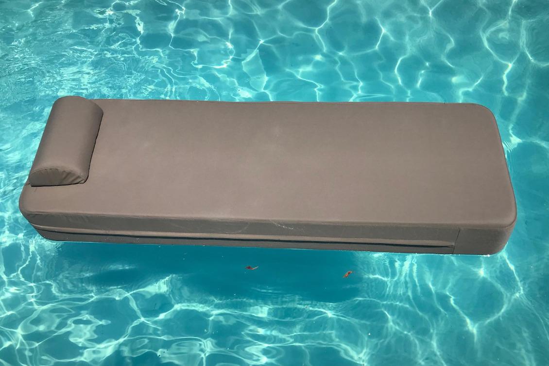 Matelas de piscine flottant mastic - gasparinicollection.com