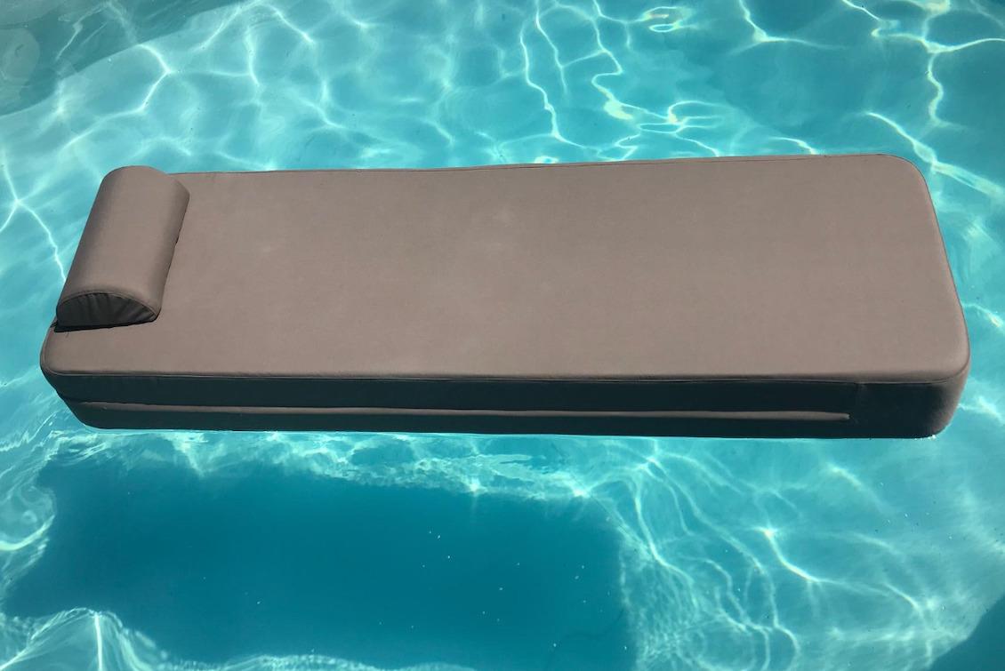Matelas de piscine flottant gris - gasparinicollection.com